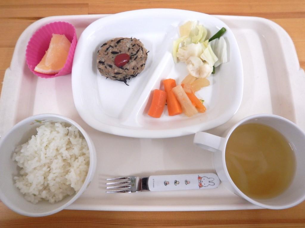 乳児食(ご飯・味噌汁・ひじきハンバーグ・人参金平・茹で野菜・グレープフルーツ)