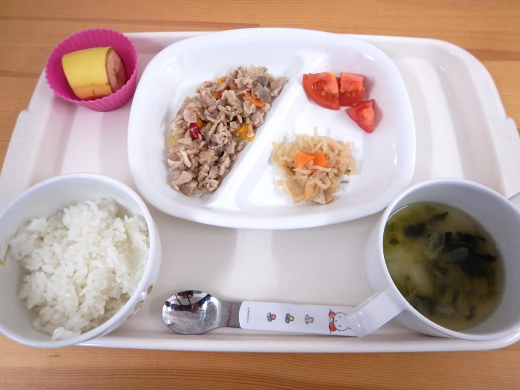 刻み食(ご飯・生姜焼き・切り干し大根・トマト・味噌汁・バナナ)